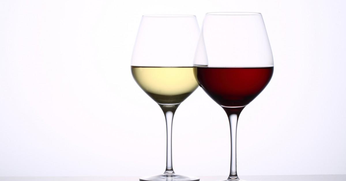赤と白、歯を変色させるのはどっちのワイン?