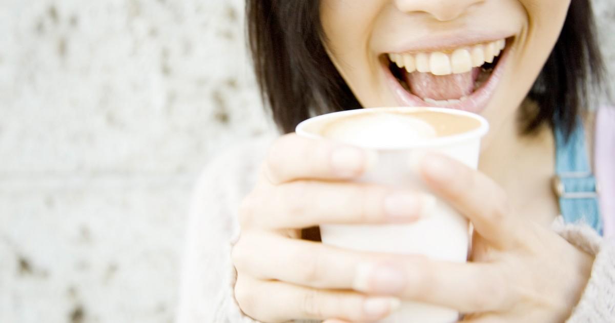 歯の黄ばみはホワイトニングで解消できる?