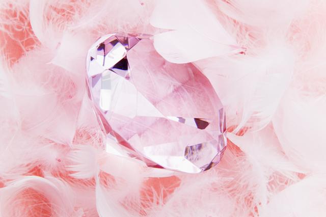 被せ物の素材「ジルコニア」と人工ダイヤモンドの関係