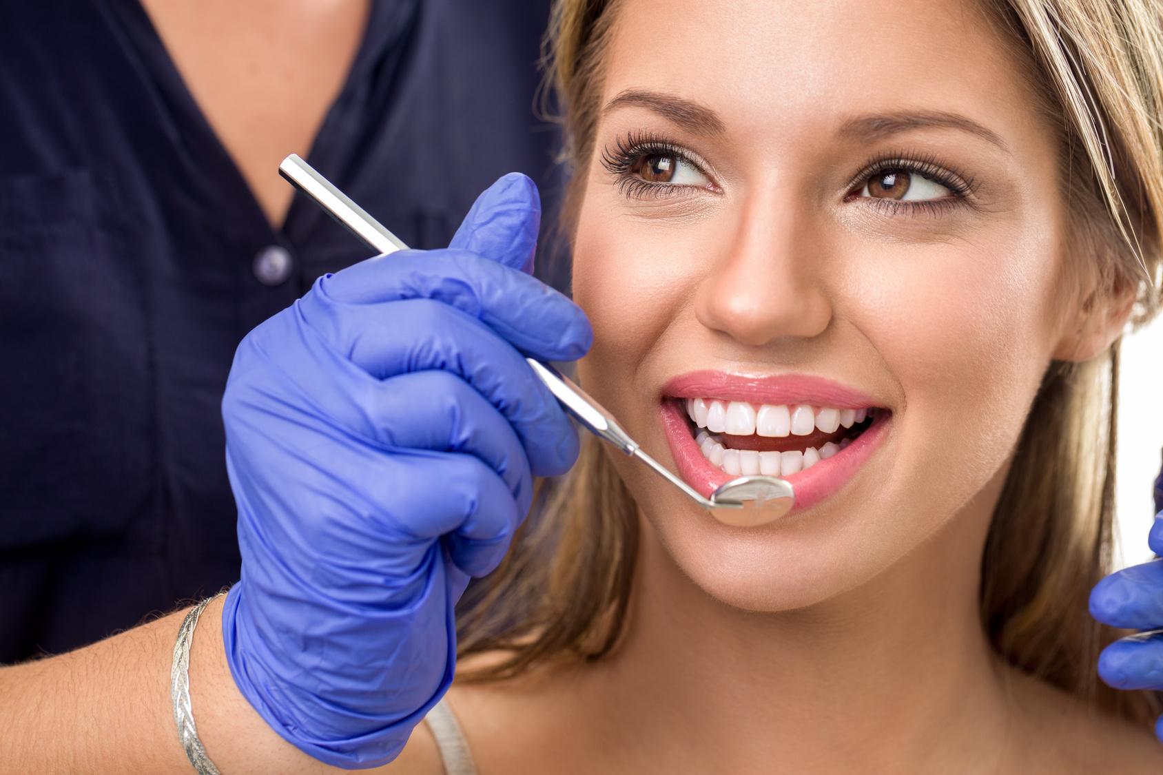 歯を白くする方法、「ホワイトニング」と「ラミネートベニア」ってどう違うの?