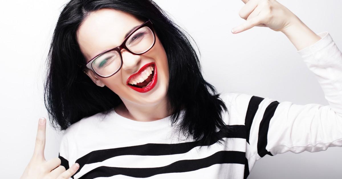 笑顔の基本は「歯を見せる」 好印象な笑顔の作り方って?