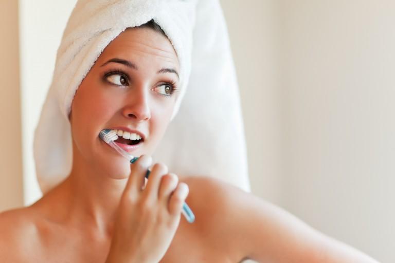 毎日歯磨きしていたら、歯って白くなる?